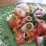 和sian-cafe aimaki - 季節限定 ヤム・プラーサーモン・ソッド(三陸産、銀鮭のタイ風サラダ)