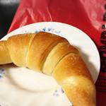 ポンパドウル - 料理写真:塩パンロール(129円)