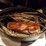 ラトリエ ドゥ ジョエル・ロブション - 藁で燻した塚原牧場 梅山豚のロティー 春野菜を添えて