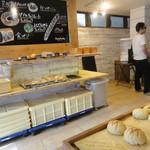 Bakery&Cafe BakeAwake - こんな感じで陳列