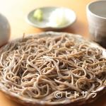 そば処 卓 - 小粒で風味豊かな福井県産のそば粉を使用。だしにもこだわり