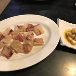 お鍋と焼肉酒場 神戸唐から亭 - ヤリイカ、クリームチーズ醤油漬け