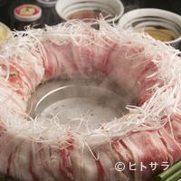 金蔦 - 『博多炊き肉鍋』で使用する牛肉は九州産黒毛和牛のA4等級以上