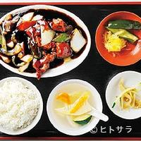 七福家 - 餅米黒酢のあんをタレめしのため残したい、黒酢酢豚セット750円