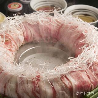 『博多炊き肉鍋』で使用する牛肉は九州産黒毛和牛のA4等級以上