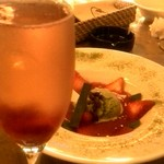 65123171 - いちごのスパークリングwith愛媛産 旬の苺のスープ仕立て 伊勢茶のアイスを浮かべて