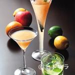 K's Bar - フレッシュフルーツを使ったカクテルは3〜5種類ほど揃えている