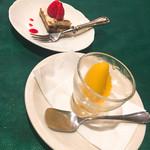 フレンチグリル・アンジェリック - デザートは2品!  マンゴーシャーベット、プチティラミス