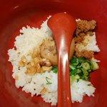 65127573 - カラシビ担々麺セットだと、クッパごはんが付きます。