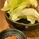 湘南酒場 - キャベツは箸休めにいいですね(笑)