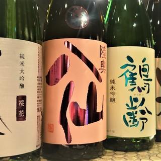 各地の銘酒・焼酎が常時30種以上!