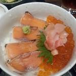 65129301 - 鮭いくら丼