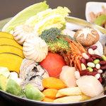 SQUARE MEALS みなもと - たっぷり野菜&魚介とサフランの地中海ベジ鍋!