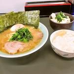 真鍋家 - サービスラーメン セット