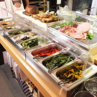 彩り豊かな焼き野菜、生野菜をバーニャカウダでお楽しみ下さい☆