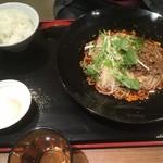 麻SHIBIRE - 汁なし坦々麺セット(温泉卵・追い飯付)1000円→900円