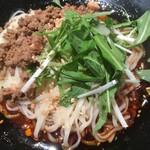麻SHIBIRE - 汁なし坦々麺のアップ