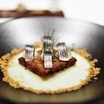 65136723 - うるめイワシのオイル漬け 長ネギのポタージュ ライ麦パンのフレンチトースト レフォールとクリームチーズ