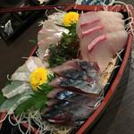 海鮮居酒屋さんせん - 旬の刺身盛り合わせ(1380円)
