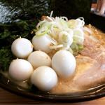 麺家 神明 - クリーミーとんこつ  塩味   ホウレンソウマシ  うずらマシ  麺大盛