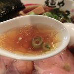 65138367 - 「醤油スープかくあるべし」というお手本。