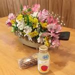 太古の湯 - 料理写真:売店にて購入、アップルジュース250円、クッキーです、