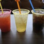 グレイビーバーガー - オレンジジュース、ジンジャーエール、コーラ