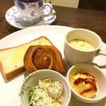 田中珈琲店 - 料理写真:ホットコーヒー¥400 シナモンデニッシュ+バタートーストモーニング