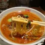 四川辣麺 - 麺アップ