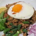 タイ国専門食堂 - カオパットムーガパオ(豚肉とタイバジルの焼き飯)1,000円+税