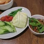 タイ国専門食堂 - ナムプリックオン(チェンマイ肉味噌と生野菜)800円+税