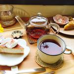 65144494 - 2017年期間限定さくらAセット¥950                       3種類から桜のチーズケーキとハッサクのタルト選択