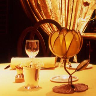 最高峰のシャンパン、稀少なワインを飲みやすいグラスで―。