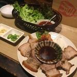 韓国風ろばた高麗房 - 蒸し豚