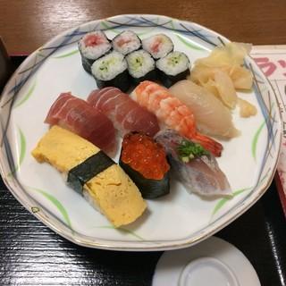 鮨処はやし田 - Bランチのにぎり。 税込1080円。 美味し。