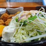 65149537 - い古い寿司 @西葛西 かきフライに添えられるサラダ・タルタルソース・カットオレンジ