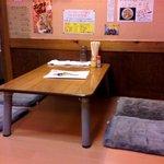 ジャンク屋 哲 - 店内奥に座敷あり4席×2(ちょっと狭いです)