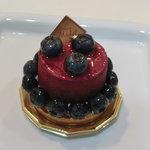 パティスリー ミシェル - 料理写真:NEW!!2011.01 ブルーベリーいっぱいの甘酸っぱいムースのタルトケーキ