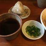 三好うどん - 生姜や天かすなどはテーブルに置いてます