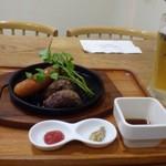 65155850 - ◆「ビールセット(1180円)」、 アルコール1杯、ハンバーグ、ソーセージ、グリル野菜などが付き、これ魅力的。