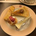 日光金谷ホテル - オレンジクレープ、マロンの焼きクレープ、レアチーズケーキ、とちおとめのシュークリーム