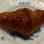 三好パン - クロワッサン(160円)サクサクでバターの香りもたっぷり。これで160円はかなりお得♪