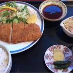 レストラン 海朱 - 道産豚かつ定食 880円