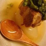 美酒美肴 くすのき - 大根と角煮の菜の花和えです。
