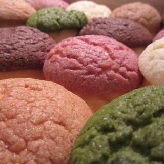 デュヌ・ラルテ - 料理写真:色んな味のメロンパン。生地がとっても美味しい。