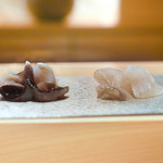 鮨 大地 - トリガイとマコガレー昆布〆