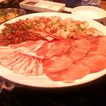 韓国苑 - オーダー前のお肉です!