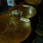 ラ・タベルナ - 無垢材のテーブル