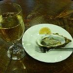 ラ・タベルナ - 生カキと白ワイン