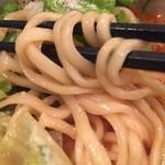 鶏白湯 蔭山 - 中太麺